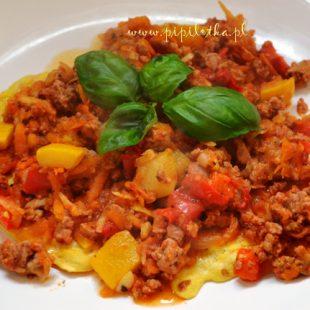 Placki cukiniowe z sosem pomidorowym