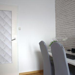 Jak tanio i ciekawie zmienić wygląd drzwi?