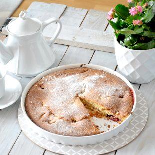 Szybkie ciasto na maślance z owocami