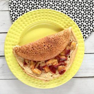 Omlet z karmelizowaną śliwką – szybki deser lub śniadanie