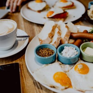 Jak śniadania białkowo tłuszczowe wpłynęły na mój organizm?