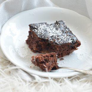 Ciasto czekoladowe z jabłkami i orzechami